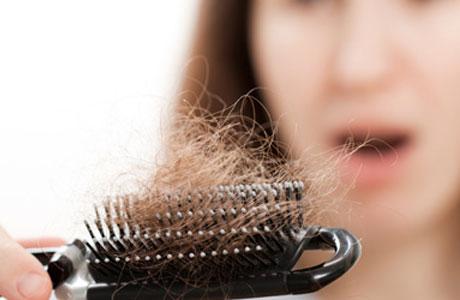 Tips Mengatasi Rambut Rontok dengan Cara Tepat