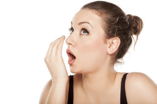 Penyebab Bau Mulut Tak Sedap & Cara Mengatasinya
