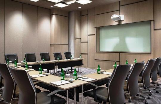 Fasilitas yang Perlu Ada di Meeting Room agar Pertemuan Lancar dan Nyaman